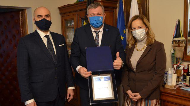 Fot. UM Kartuzy, Wręczenie Symbolu Polskiej Samorządności 2020